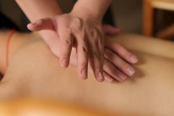 person getting body massage in a massage centre in Islamabad